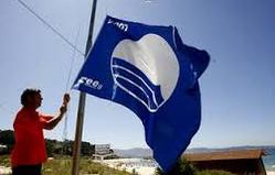 голубой флаг на пляже.jpg