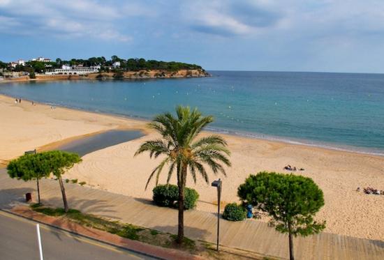 Пляжи города Сан Фелю де Гишольс.jpg