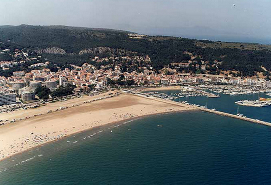 Пляж города Торроэлья-де-Монгри.jpg