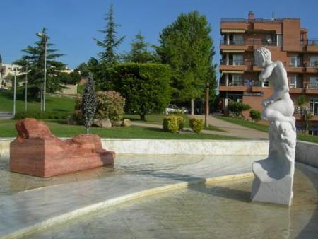 памятники испании, аполлону и дафне.jpg