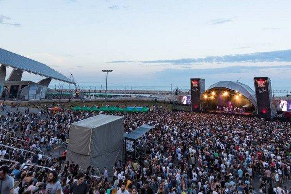 Музыкальный фестиваль в Барселоне.jpg