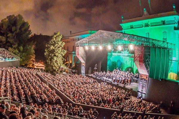 Сады Педральбеса, фестиваль в испании.jpg
