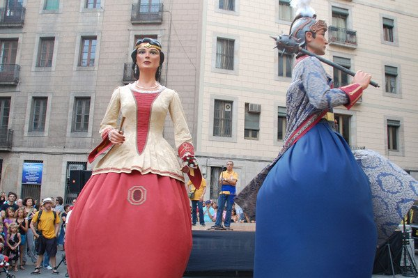 парад гигантов, фестиваль в испании.jpg