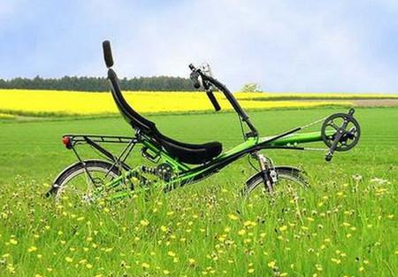 лежачий велосипед .