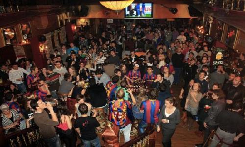 futbol en bar.jpg