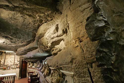 Santa Cova de Manresa.jpg