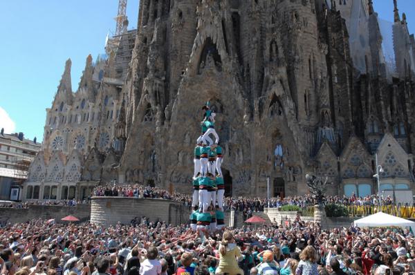 праздники в испании, Diada de Castellers Sagrada Familia.jpg