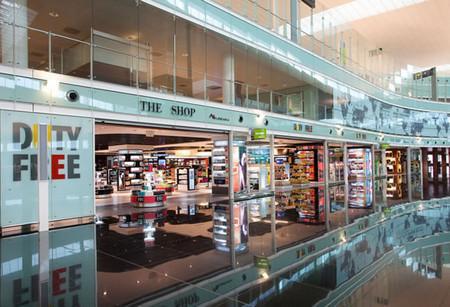 Магазины в аэропорту Барселоны.jpg