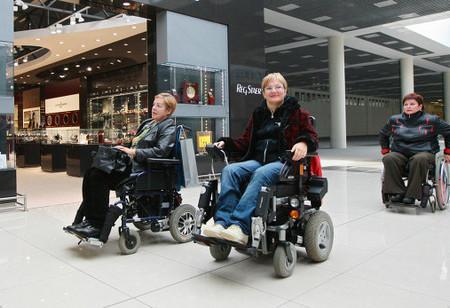 инвалиды в аэропорту Барселоны.jpg