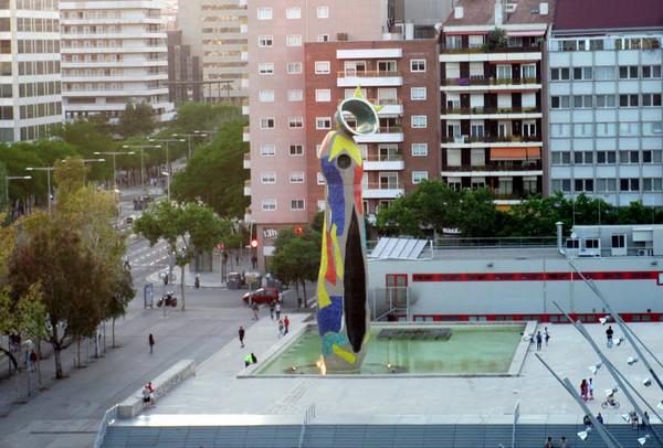 Достопримечательности Барселоны. Женщина и птица (Dona i Ocell).jpg
