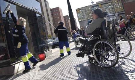 инвалиды в метро.jpg